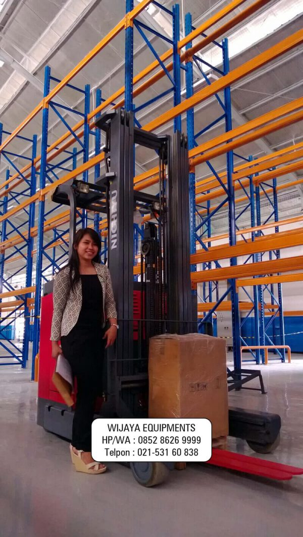 Powerful And Smart Reach Truck